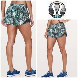 Lululemon Hotty Hot Short - White & Nocturnal Teal